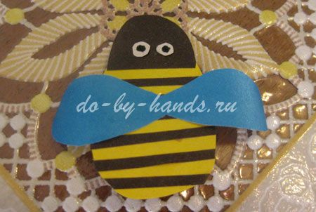 пчелка для цветочка из бумаги