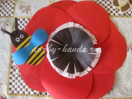 цветок с пчелкой из бумаги