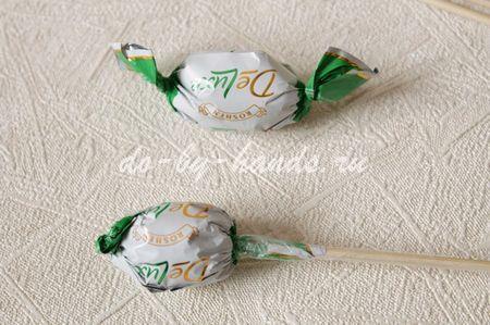 крокусы из конфет