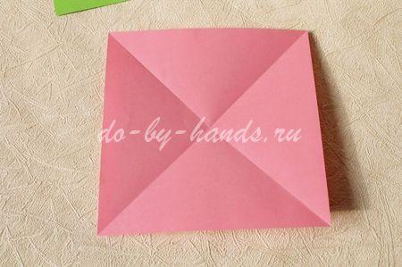 2. Квадрат бумаги складываем