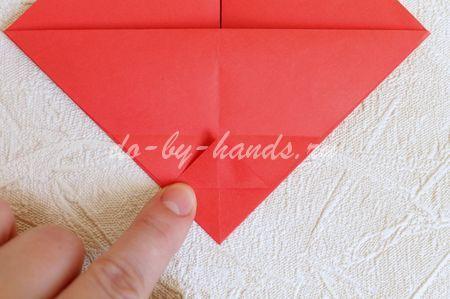 процесс складывания корзинки из бумаги