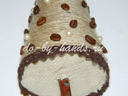 необычная елка из кофейных зерен и шпагата