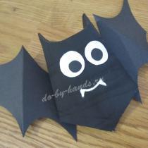 Летучая мышь из бумаги и картона, на Хэллоуин