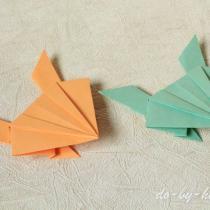 Прыгающая оригами лягушка из бумаги