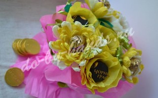 Хризантемы из конфет и гофрированной бумаги