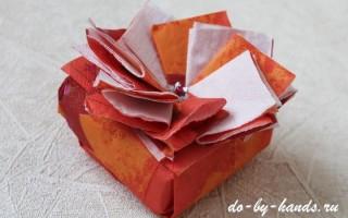 Как украсить подарочную коробку своими руками