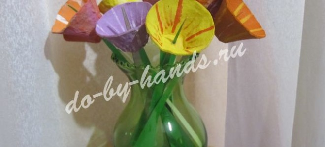 Букет цветов из лотков для яиц